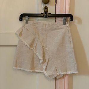 Girls Zara skirt !! Worn lightly. Great condition!